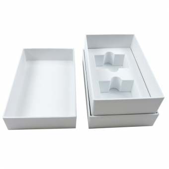 white lidded gift boxes