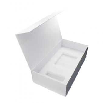Custom clamshell gift box packaging with magnetic closure